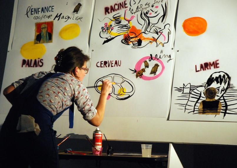 Carole Chaix aux pinceaux.